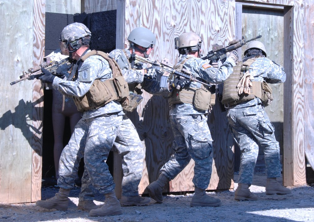 Special_Forces_Training,_4-Man_Stack_Fort_Pickett,_2008.jpg