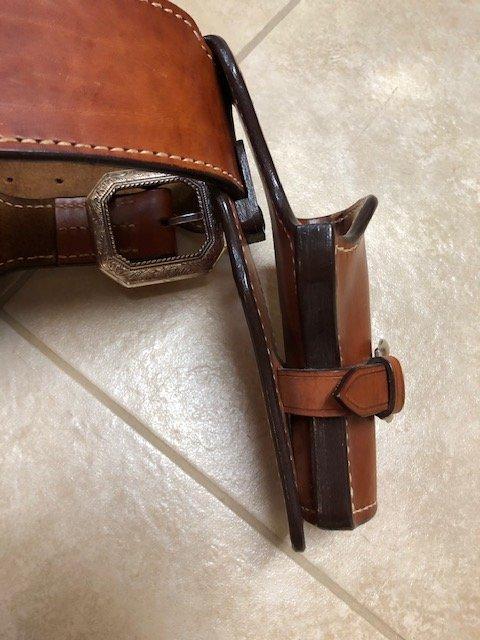 1911 gun leather IMG_1616.jpg