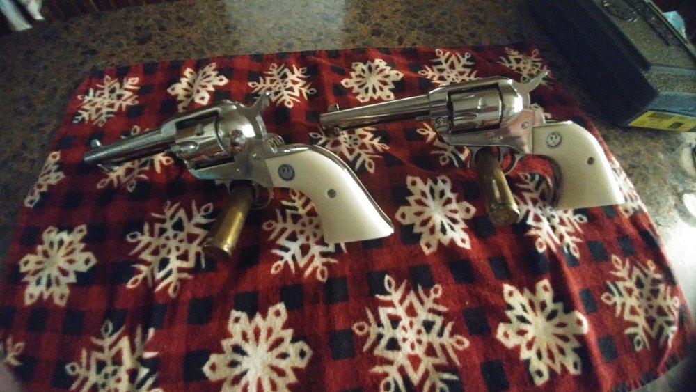 Revolvers.thumb.jpg.3bee56bbf291e6ef9061d4a4c8195ea0.jpg