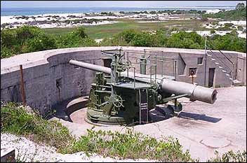 6-inch_disappearing_gun_at_Battery_Cooper,_Fort_Pickens_National_Park.jpg