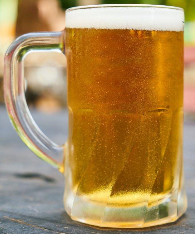 beer-filled-mug-on-table-1552630.jpg